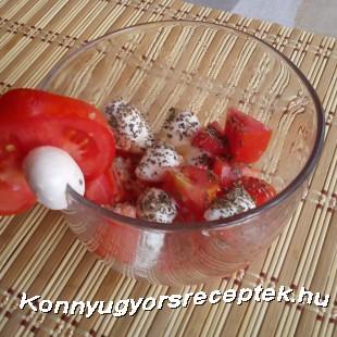 Mozzarellás paradicsomsaláta bazsalikommal recept