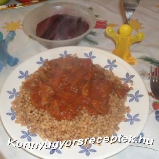 Pulyka zúza pörkölt, pirított tarhonyával  recept