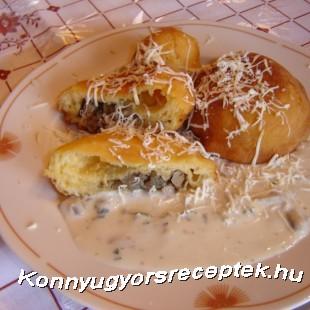 Májjal töltött krumplifánk gombamártással recept