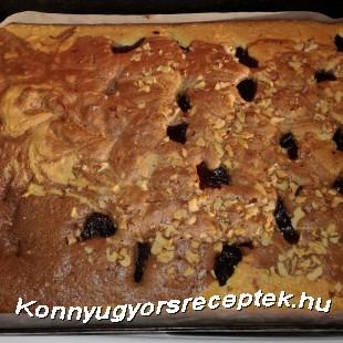 Kétszínű sütemény szilvalekvárral és dióval recept