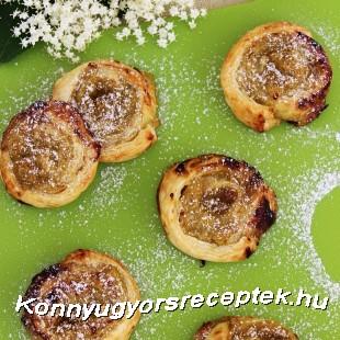 Rebarbarás-almás csiga bodzavirággal. recept
