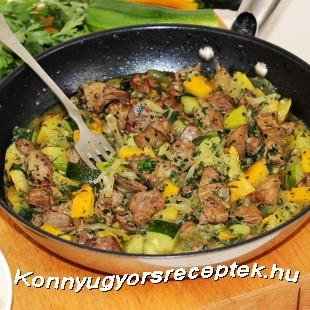 Cukkinis-hagymás csirkemáj recept