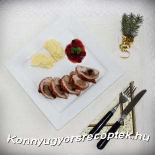 Pulykamelltekercs gesztenyés töltelékkel, áfonyamártással recept