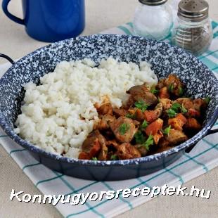 Császárszalonnás csirkemájpörkölt recept