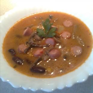 Mexikói leves gombával és virslivel