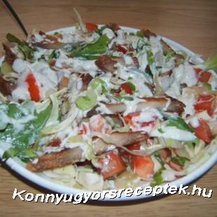 Vegyes saláta pirított sertés csíkokkal recept