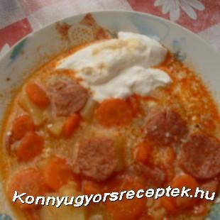 Zöldséges-krumplileves kolbászkarikákkal recept