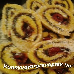 Meggyes-mákos piskótatekercs recept