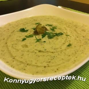 Hűsítő kovászos uborka leves laktózmentesen recept
