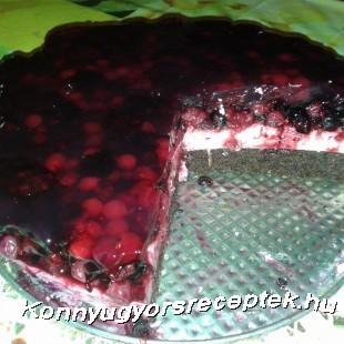 Tejföltorta erdei gyümölccsel  recept
