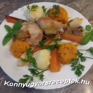 Ropogós  csirke comb sült zöldségekkel édes burgonya és burgonya pürével . recept