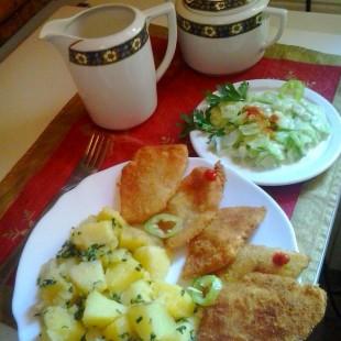 Újburgonya patiszonnal, uborkasalátával recept