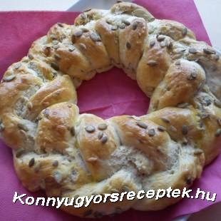 Fokhagymás-tökmagos kenyérkoszorú recept